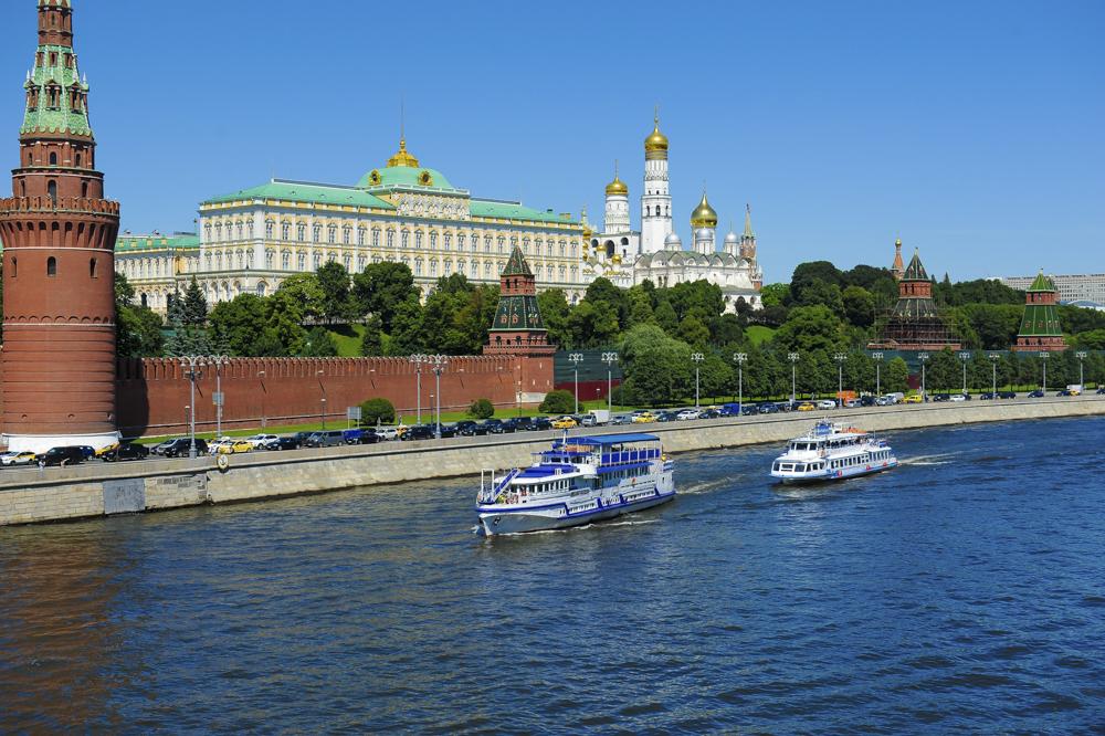 Центральный прогулочный маршрут Москвы на теплоходах-ресторанах от трех причалов