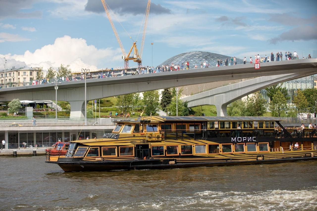 Прогулка по Москве-реке на дизайнерском теплоходе