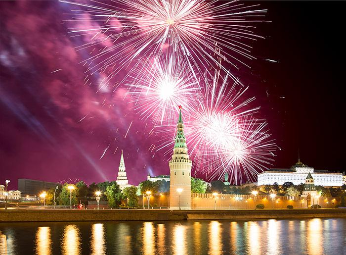 Просмотр салюта 9 мая на теплоходе «Алина Прима» от причала Крымский мост