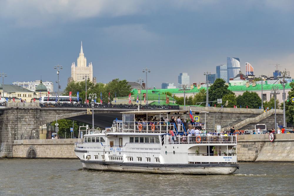 Праздничная прогулка с просмотром салюта ко Дню Победы от Крымского моста