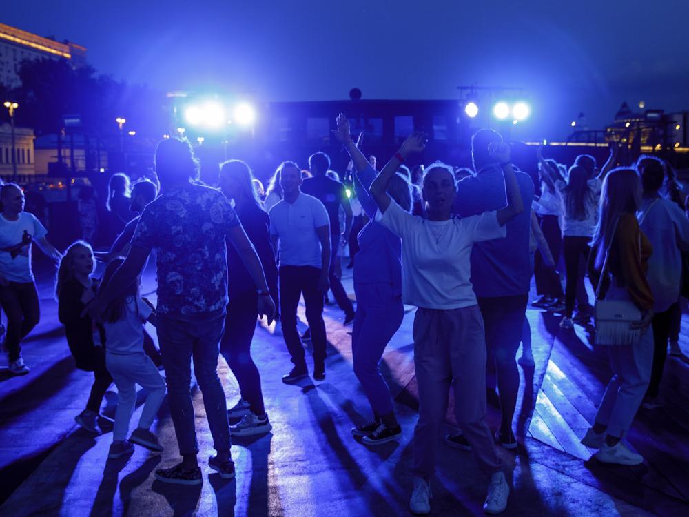 Праздничный DANCE WEEKEND 12 июня на огромном теплоходе LOFT BOAT