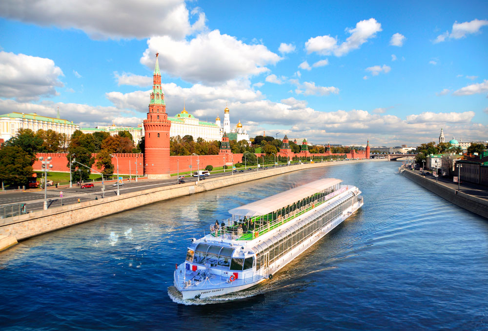 Речная прогулка в День России на панорамном теплоходе