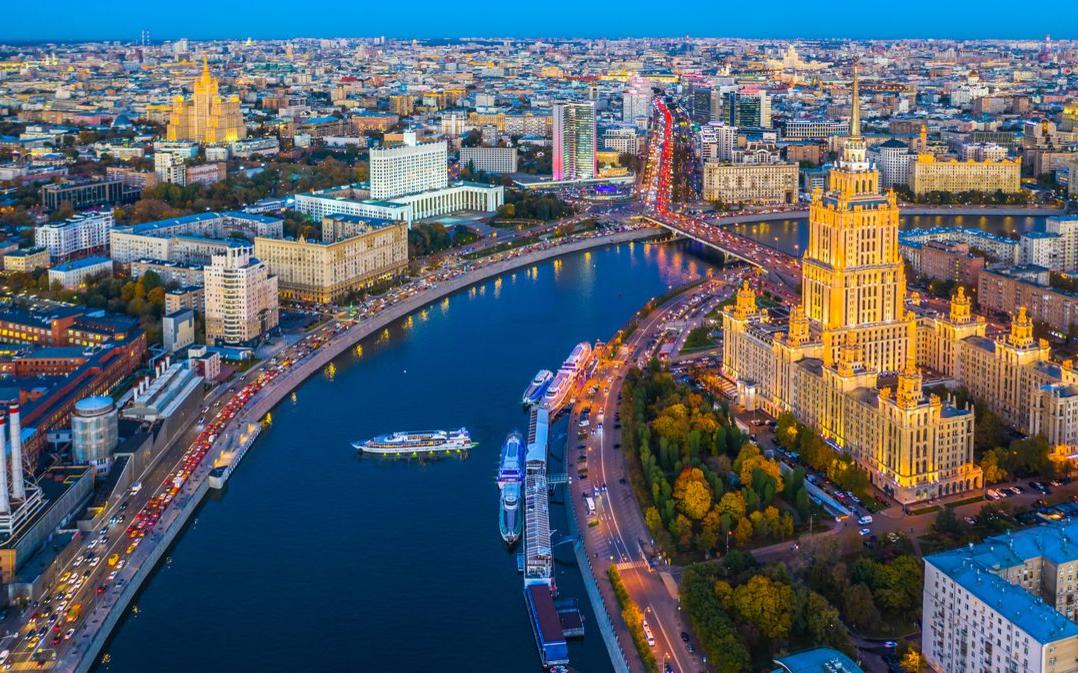 Речная прогулка с просмотром салюта в День России 12 июня от Москва-Сити