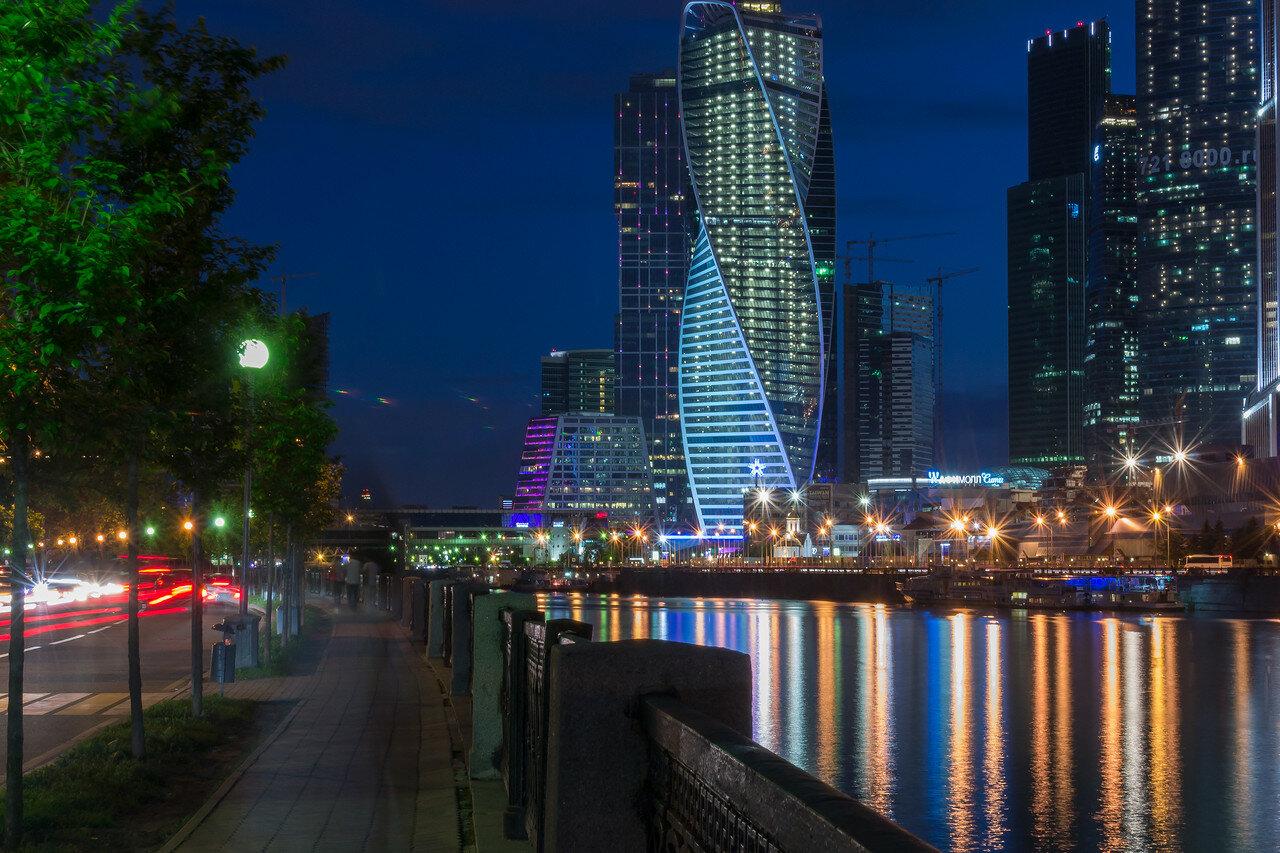 Речная прогулка с просмотром салюта в День России от Москва-Сити