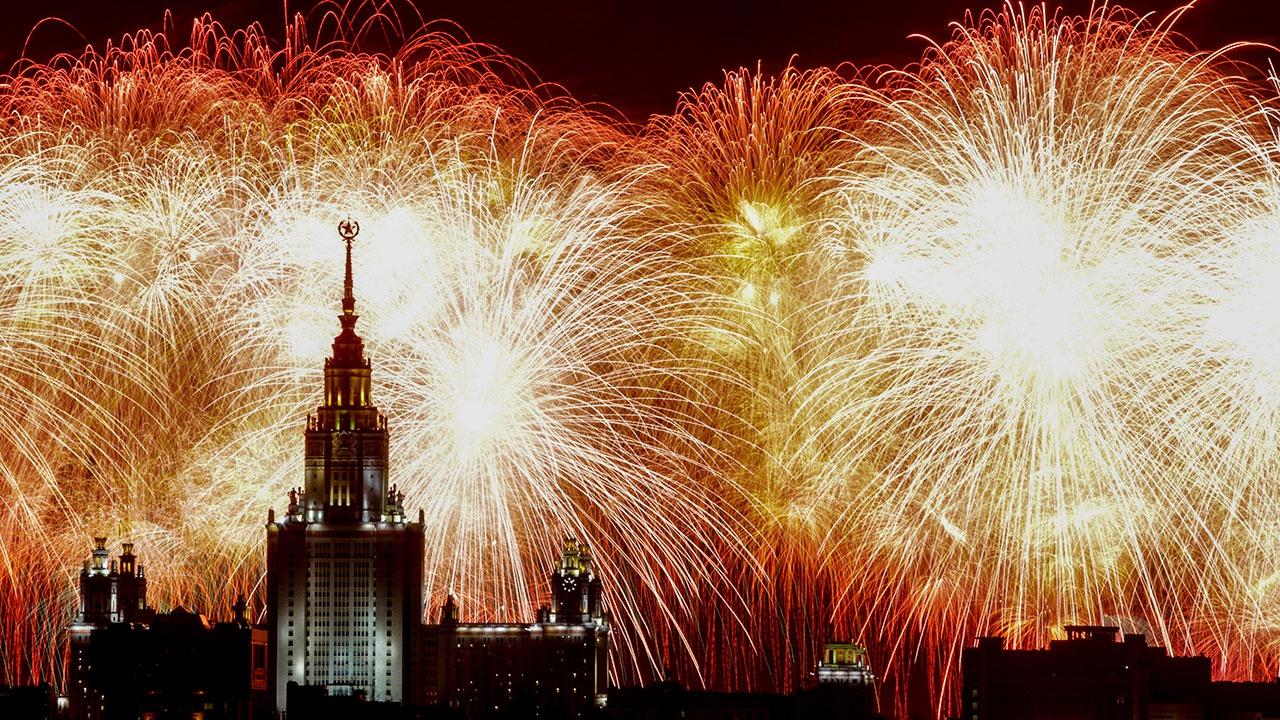 Речная прогулка в День Независимости России на панорамном лайнере