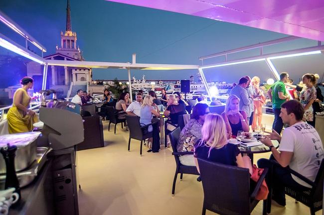Речная прогулка на яхте-ресторане класса люкс Palma De Сочи с ужином на борту в День Города
