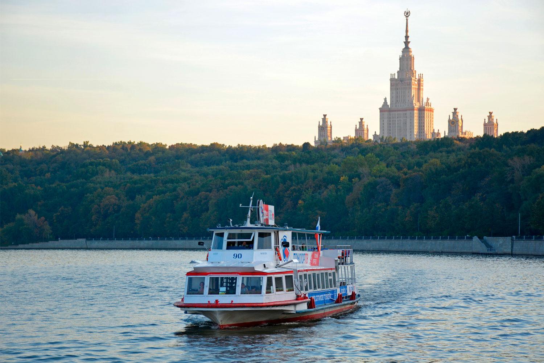Школьная экскурсия на теплоходе с гидом на борту от Москва-Сити