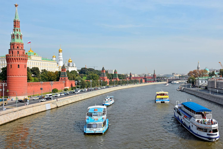 Школьная экскурсия на теплоходе с гидом на борту от Кремля