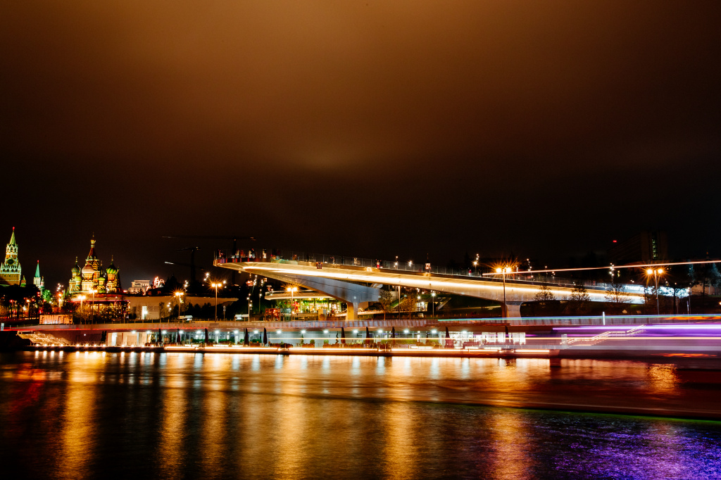 Вечерняя прогулка на теплоходе «Музыкальный экспресс» с ужином и ди-джеем на борту